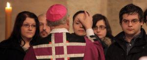 Viele Tauf- und Firmbewerber im Bistum Osnabrück erhalten traditionell in der Messe am ersten Fastensonntag ihre Zulassung (Bild: Bistum Osnabrück)