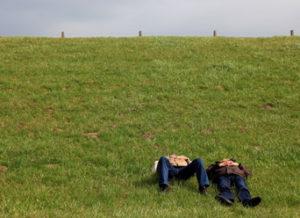 Menschen am Deich, Bild: medienREHvier.de, Helga Brunsmann
