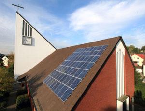 Photovoltaikanlagen zur Stromgewinnung auf dem Dach der katholischen Kirche St. Ansgar in Osnabrück-Nahne, Bild: Bistum Osnabrück