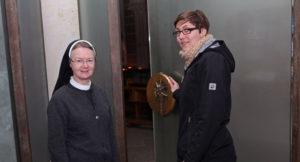 Schwester Engratia Brinkmann und Katja Perlich (Bild: Katharina Deuling)