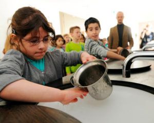 Hände waschen in der Synagogen