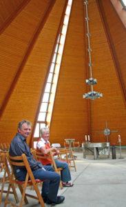 Innen in der Inselkirche St. Peter auf Spiekeroog (Bild: kirchebote.de)