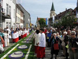 Blumenteppich in Hüfingen (Bild: commons.wikimedia.org, Andreas Schwarzkopf)