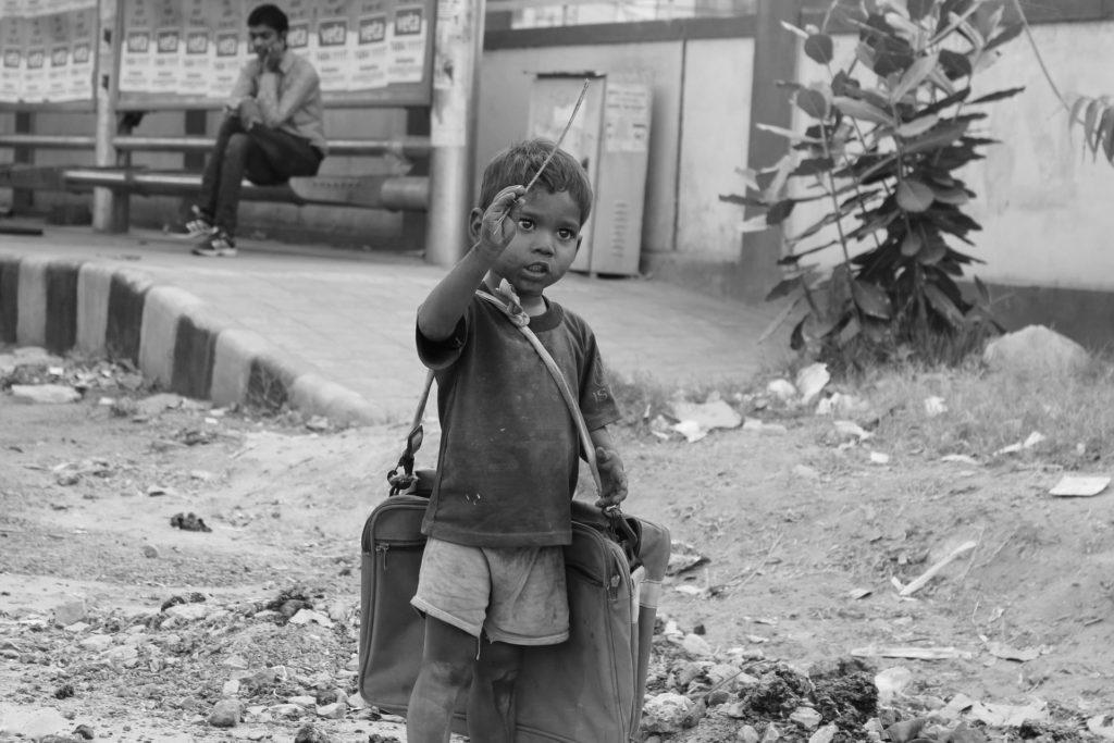 Junge auf Straße