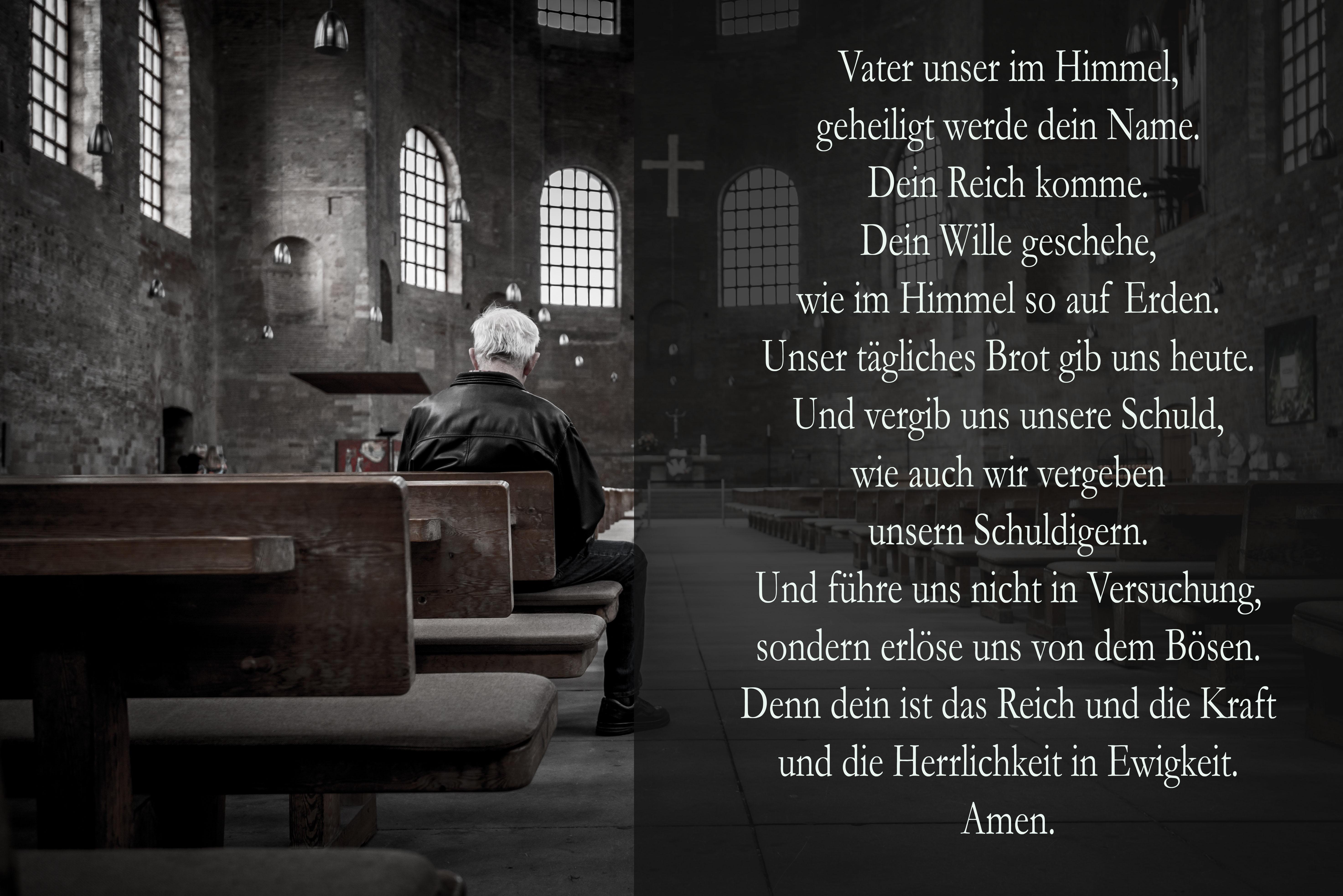 Mann in Kirche