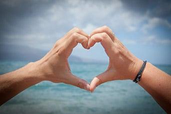 Hand bildet Herz