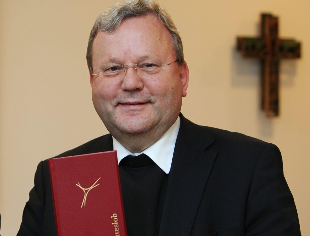 Bischof Bode mit Gotteslob