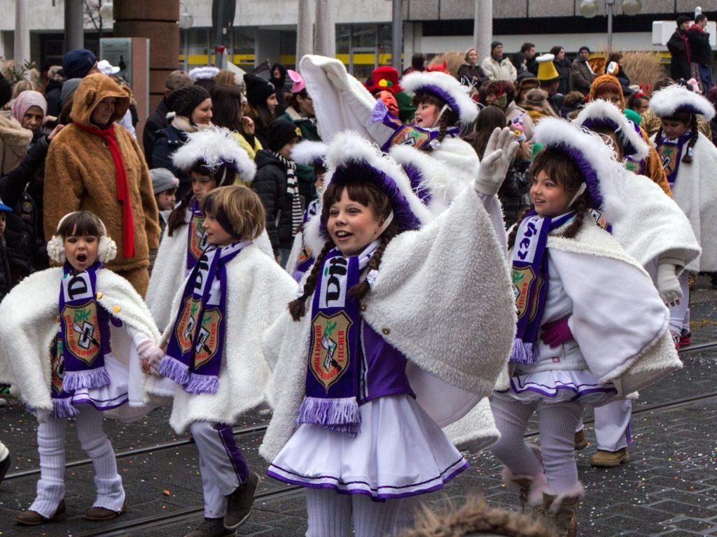 Garde bei Karnevalsumzug