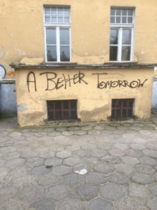 "An einer Hauswand in Biskupiec: ""A better tomorrow"""