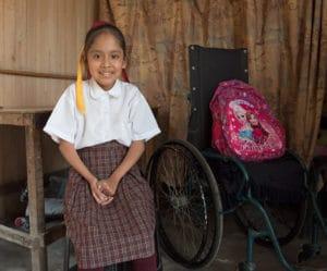 Mädchen mit Rollstuhl