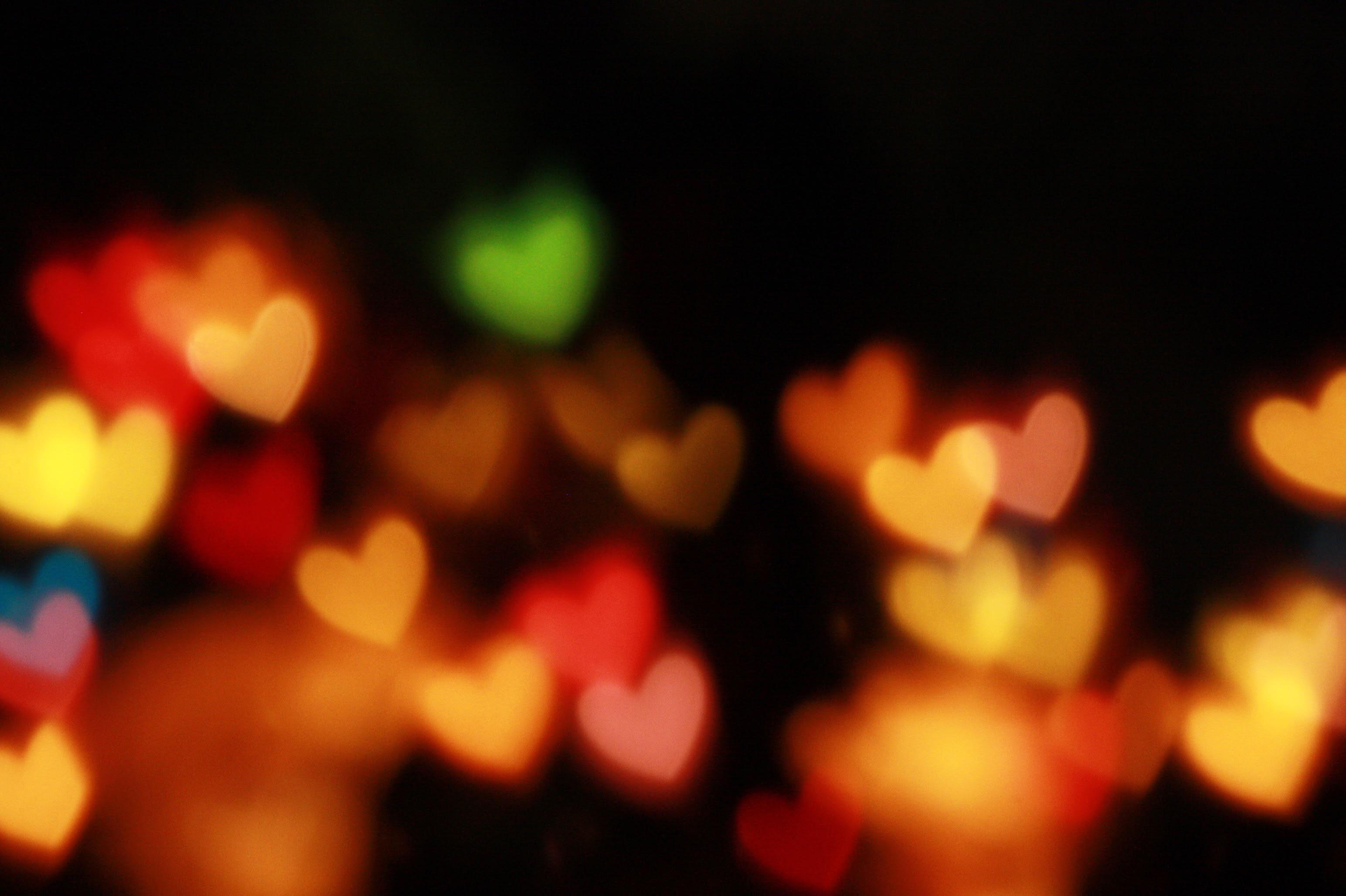 Herzen leuchten im Dunkel
