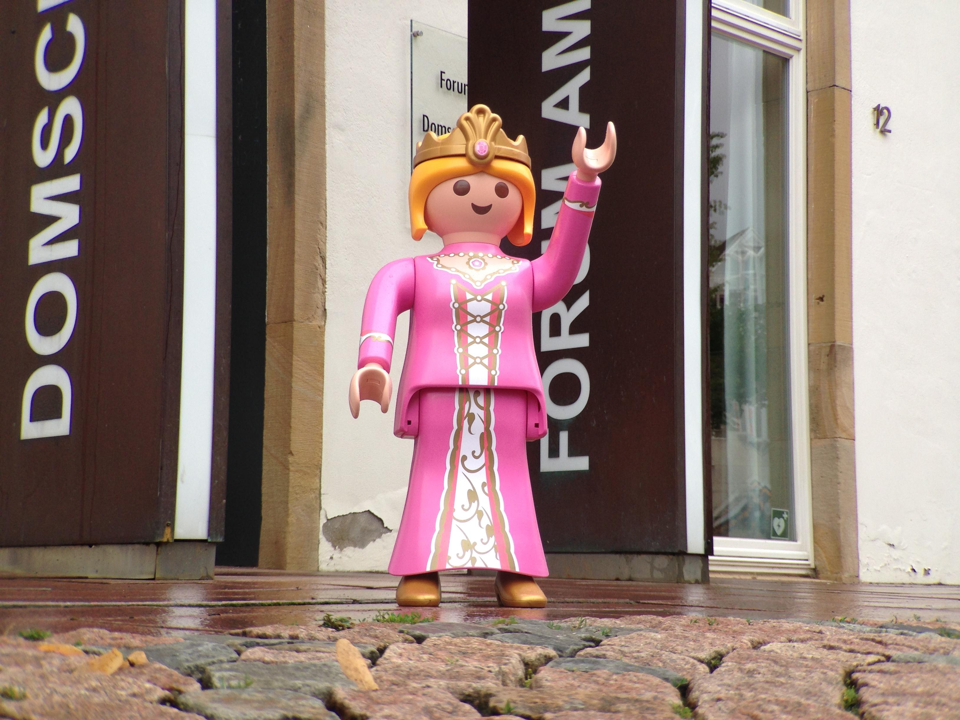 Playmobilfigur vor dem Diözesanmuseum
