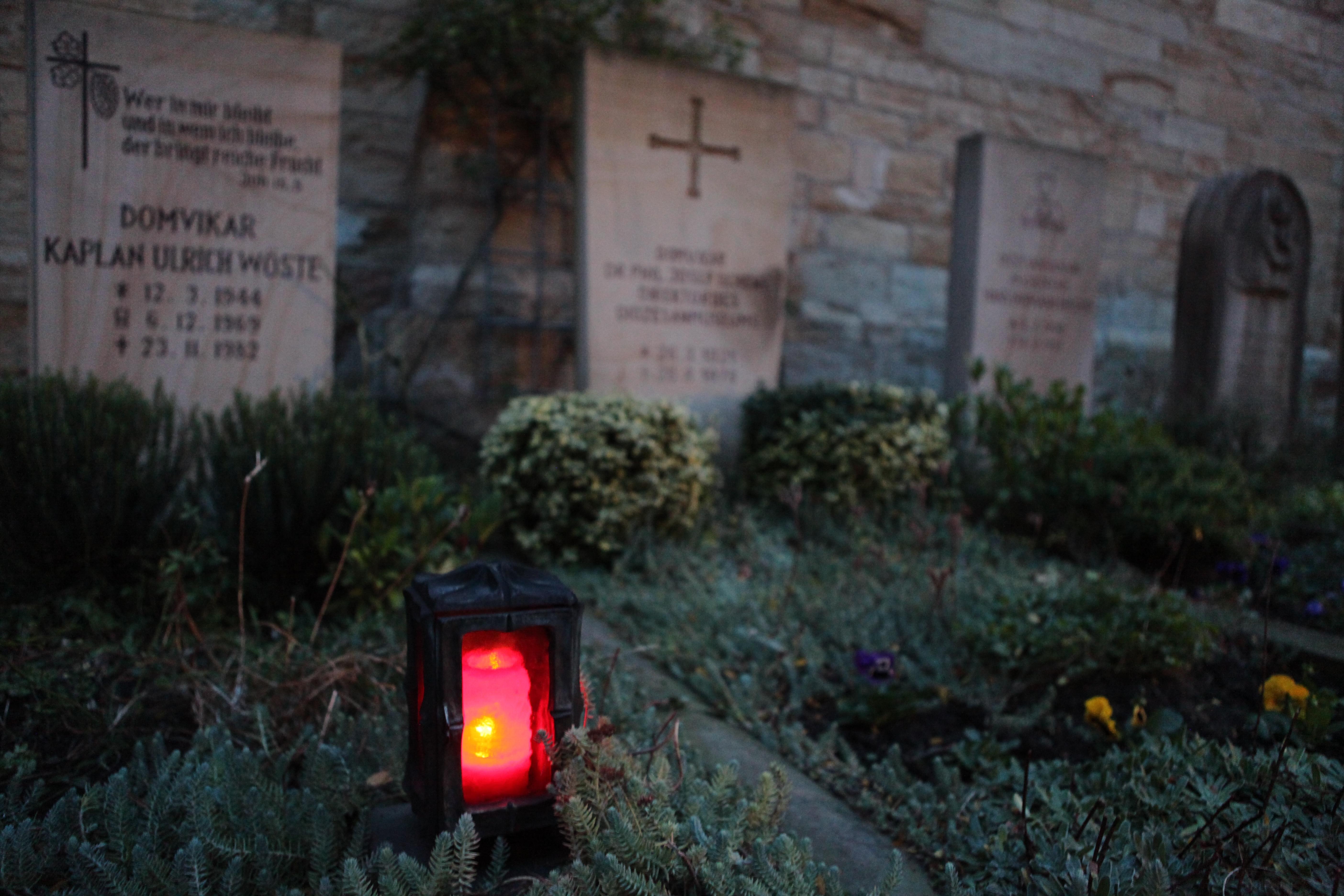Grablicht auf dem Domherrengfriedhof