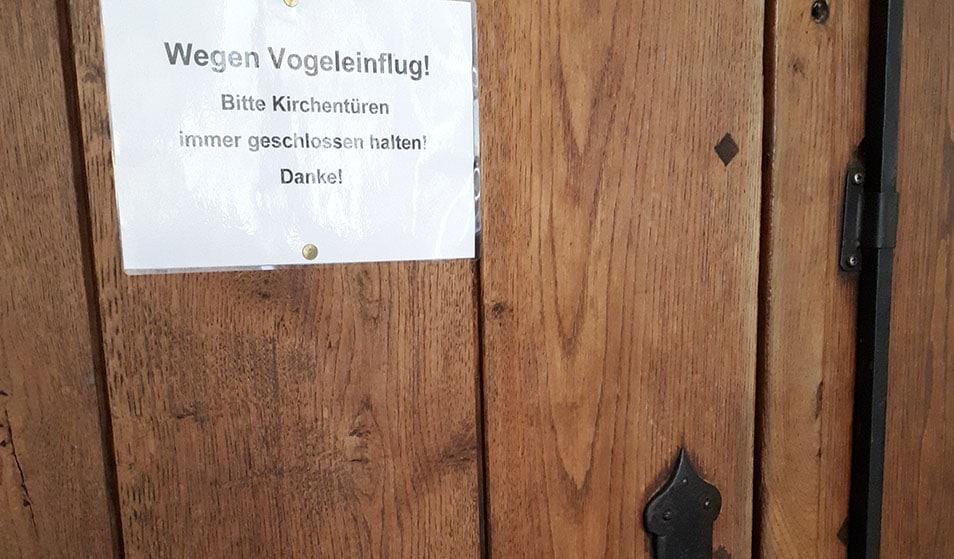 Schild an einer Tür