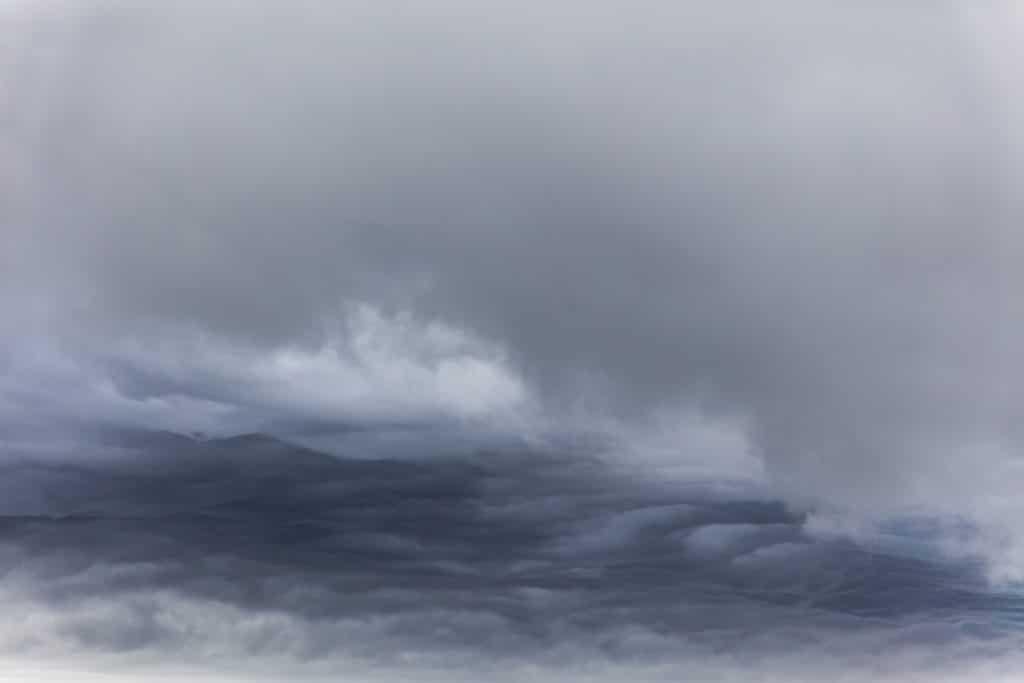Wolken über dem Wasser