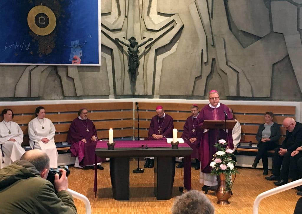 Bischof Franz-Josef Bode beim Gottesdienst im Ludwig-Windthorst-Haus