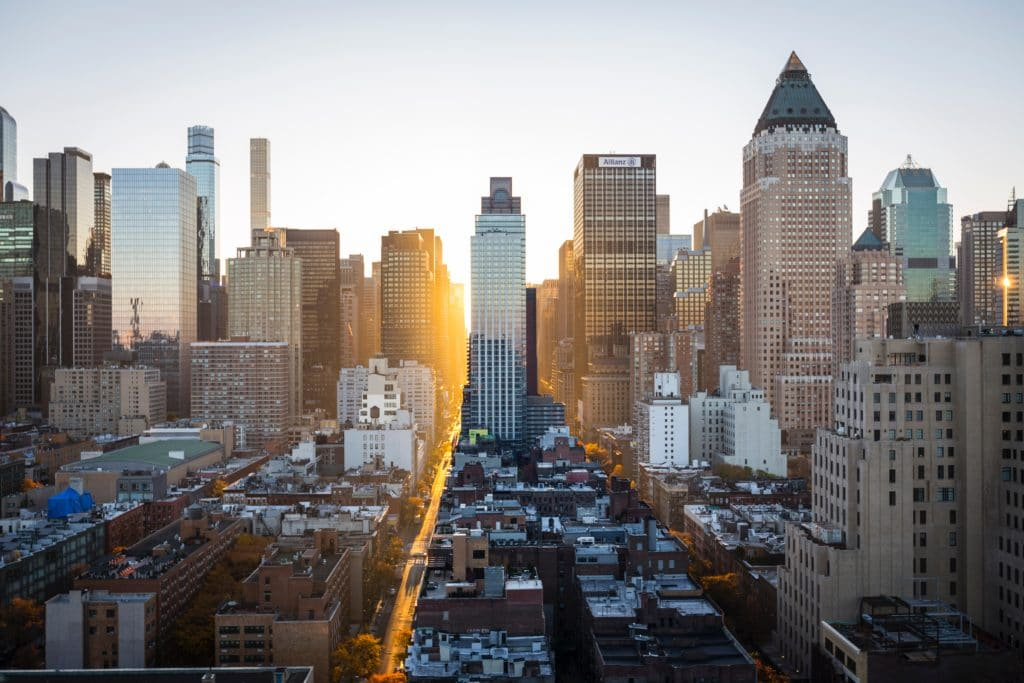 Eine Stadt in der Morgensonne