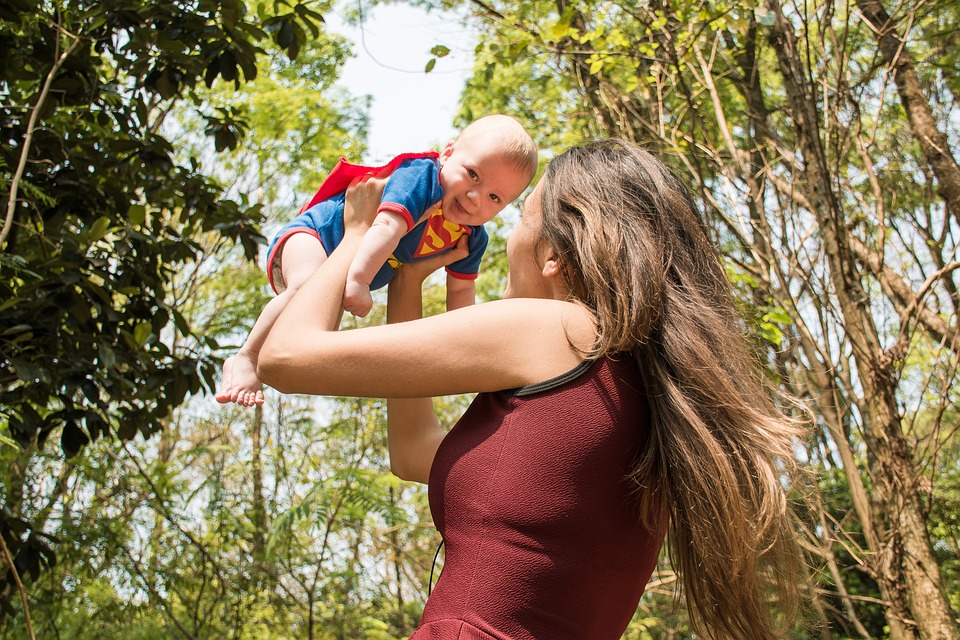 Held, Superman, Baby, Mutterglück