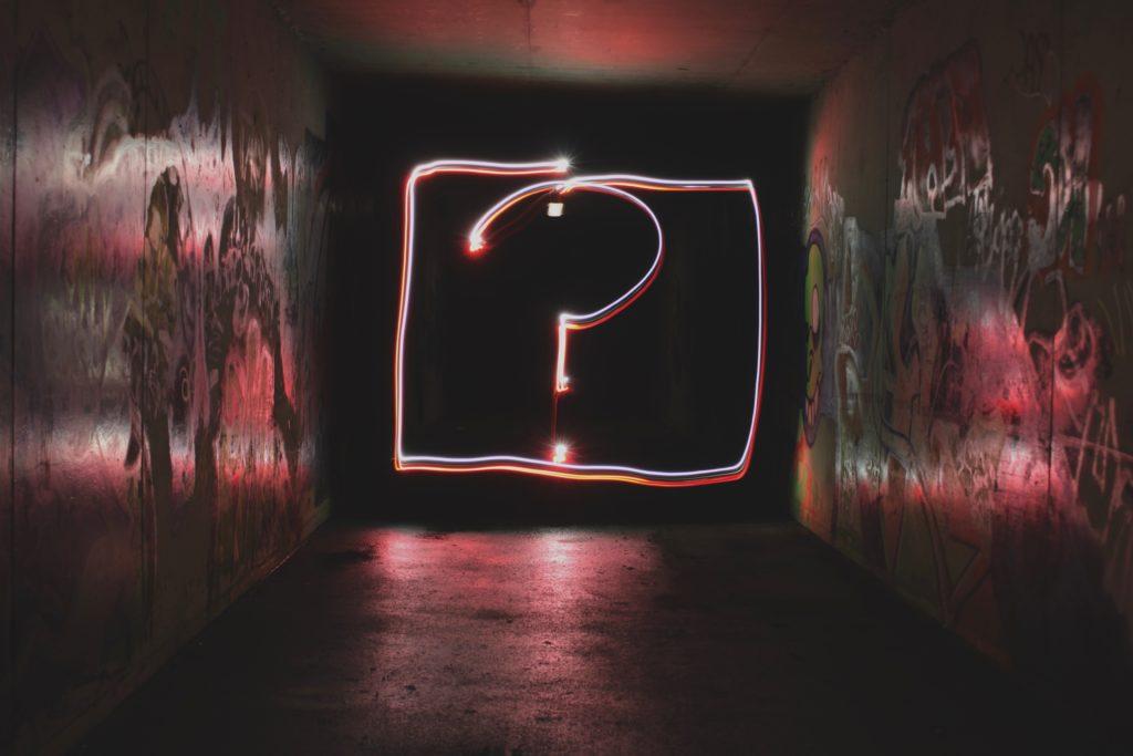 Fragezeichen aus Licht