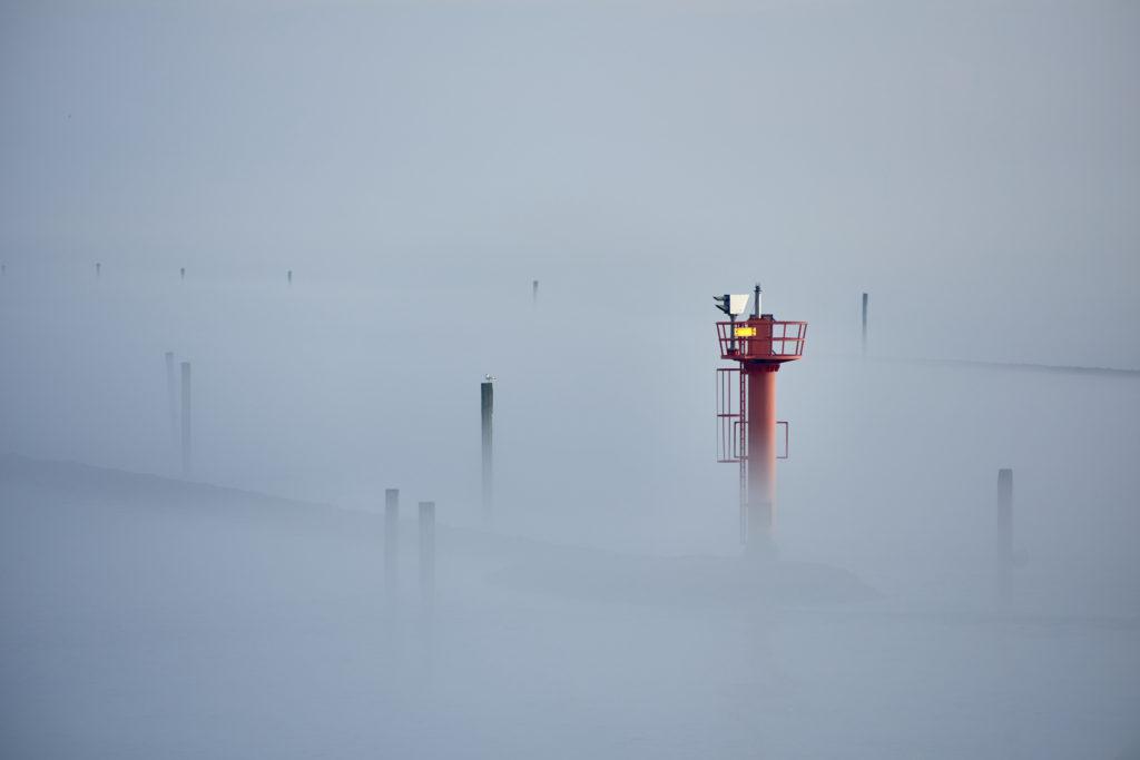Fahrrinne nach Juist im Nebel