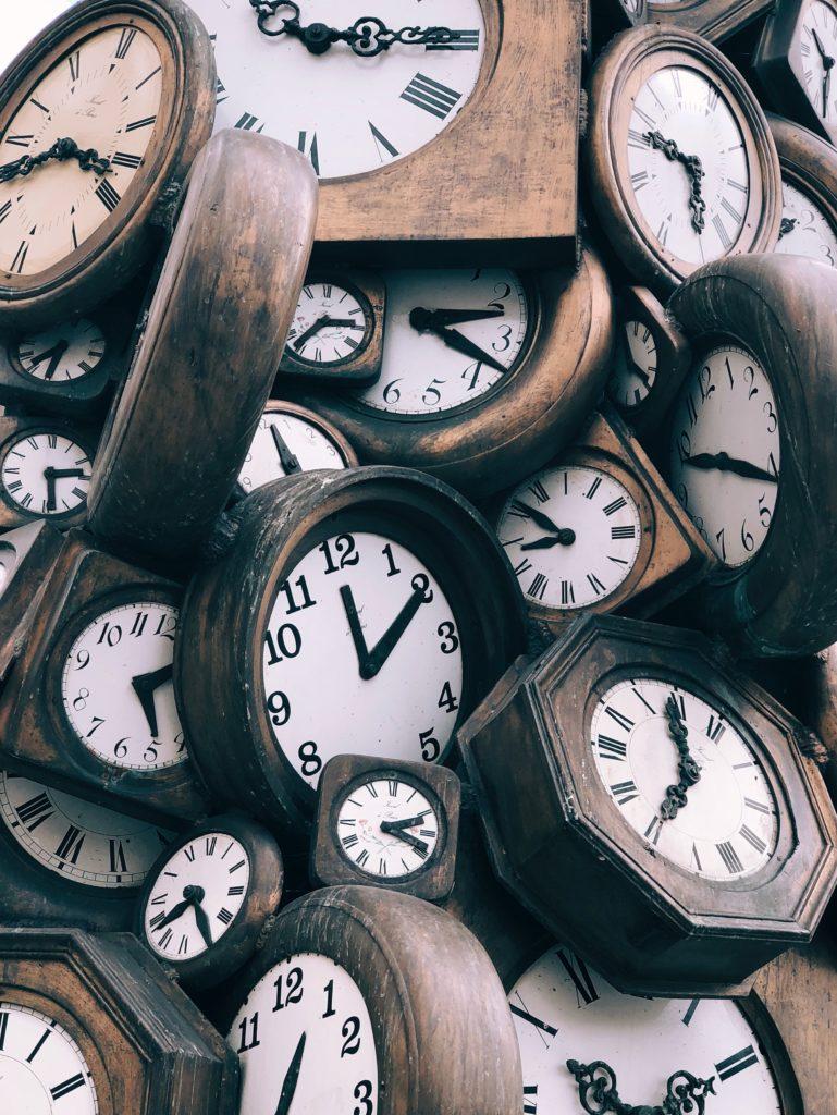 ein Haufen Uhren