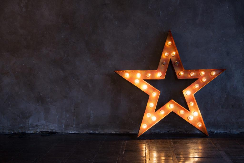 leuchtender Stern im Dunkel
