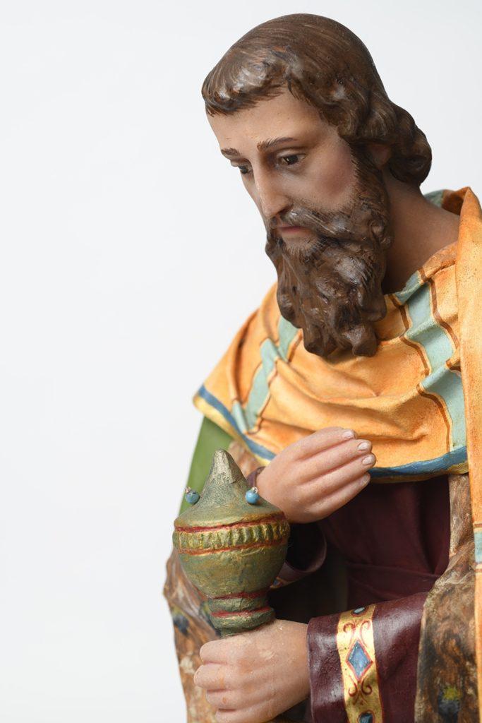 Eine Dreikönigs-Krippenfigur aus Wachs.