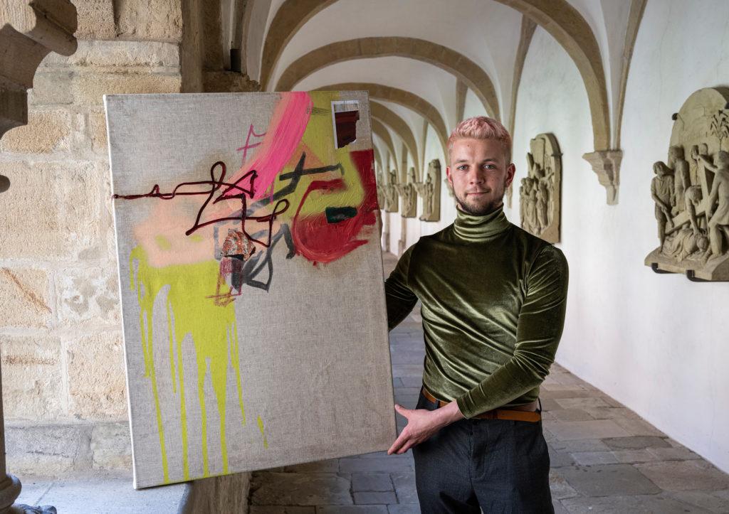 Marvin Knopf mit seinem Bild Sisyphos