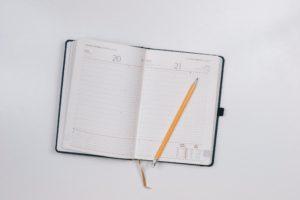Bleistift auf Kalender