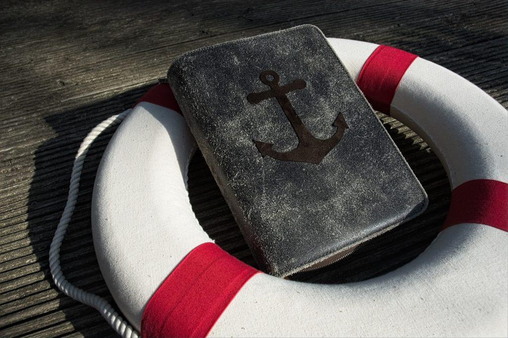 Rettungsring und Bibel