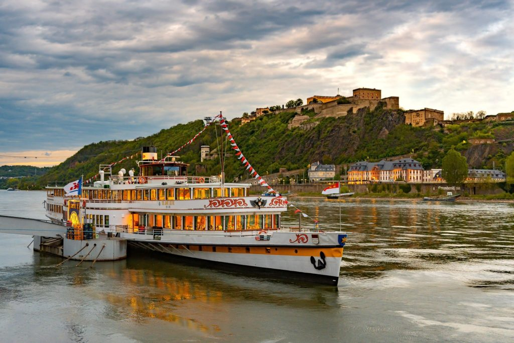 Flussfahrt auf dem Rhein