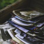Kasten mit alten Fotos